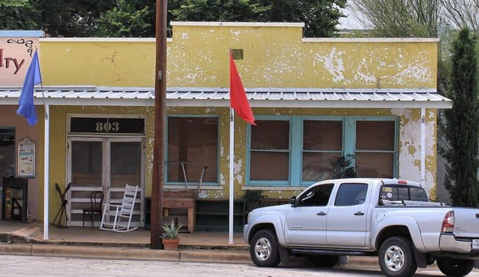 Llano_Texas_Former_Post_Office-690x400 How to have  an authentic outlaw wedding!