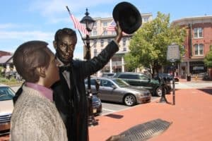 lincoln-and-common-man-300x200 The Takeaway from Gettysburg