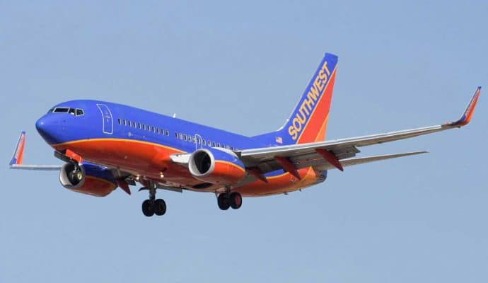 1280px-Southwest_Airlines_Boeing_737-7H4_N231WN-690x400 Southwest Airlines